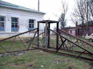 16. Эта металлоконструкция была поднята на чердак храма и через нее на стены опирается купол. 2008 г.