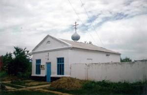2. Старый Храм в 2001 г. Возведен купол, заложен фундамент колокольни